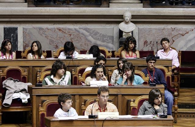 Resultado de imagem para parlamento dos jovens