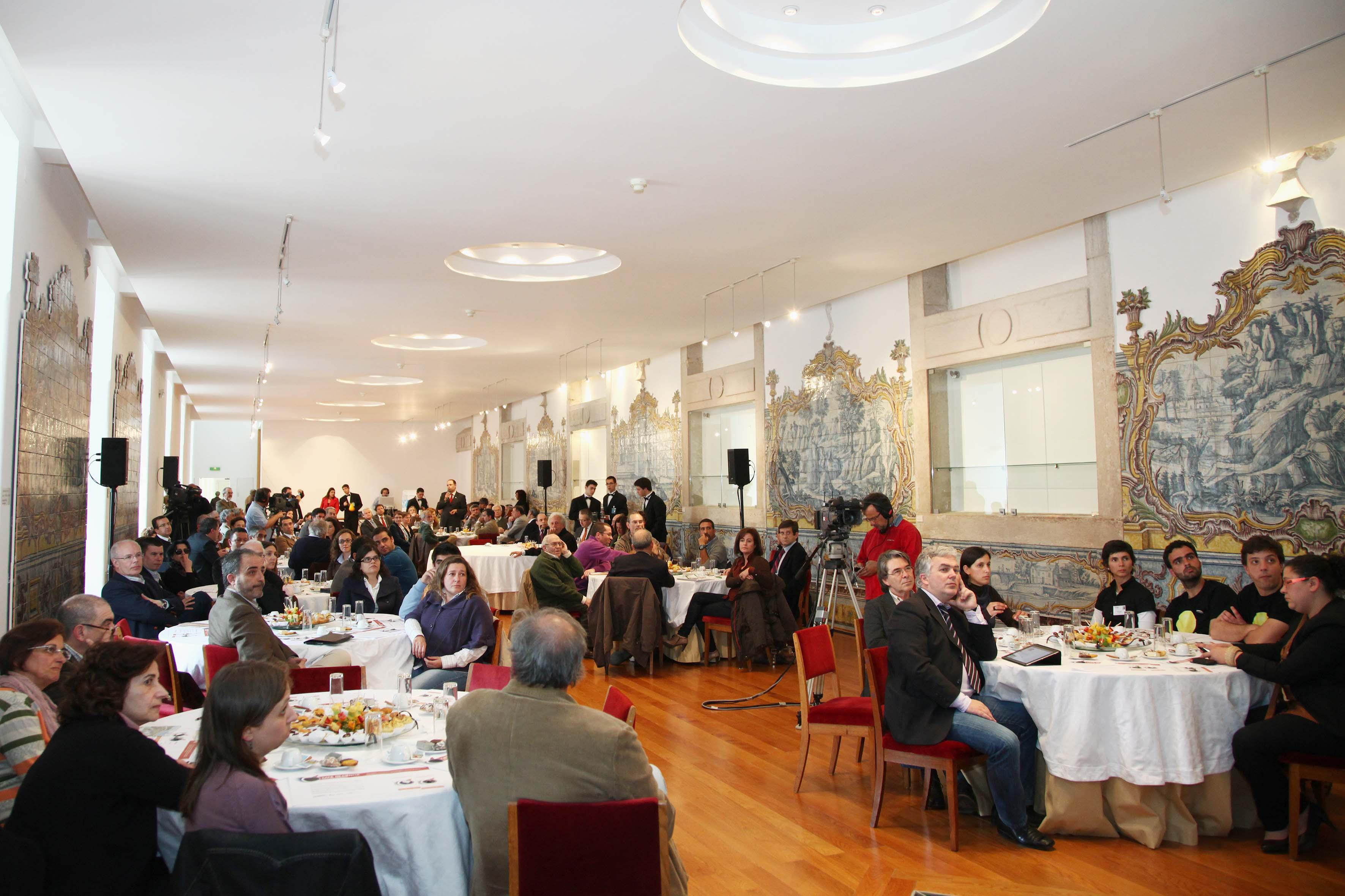 """18.abril.2012 - Café de Ciência sobre """"Geologia: o passado presente no futuro"""" – Refeitório dos Monges."""